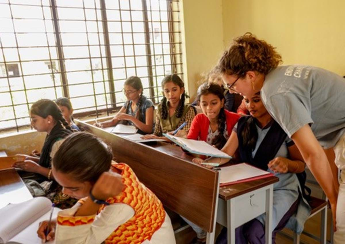 Engineers Without Borders team member working with schoolchildren in Karnataka, southern India